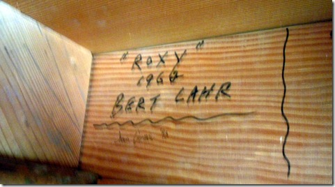 Bert Lahr autograph under stairs at Grand Palace Theater