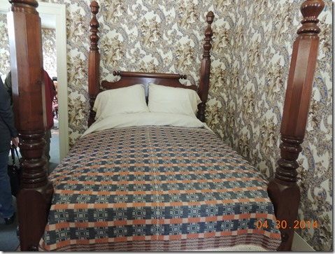 """Lincolns bed, 6'11"""""""