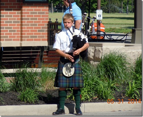 Bag piper @ South Bend race