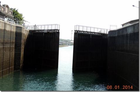 Canadian lock closing behind us. American Locks Soo Locks TourCanadian lock closing behind us. Soo Locks Tour