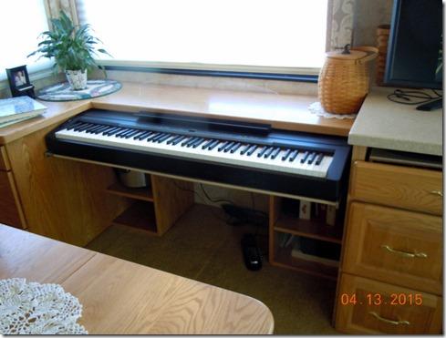 Piano keyboard in MH