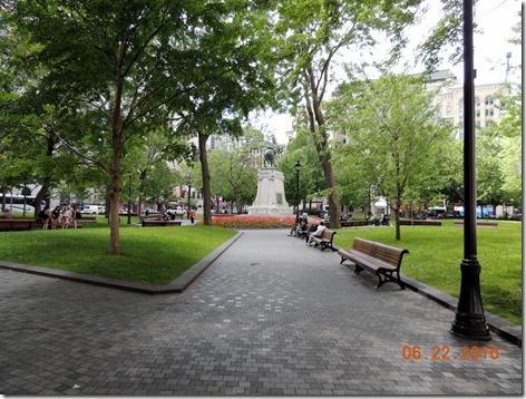 Dorchester Square,  Grayline Tour Montreal