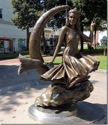 Samantha statue, Salem, MA